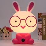 Επιτραπέζιο Παιδικό Φωτιστικό - Πορτατίφ - Φωτάκι Νυκτός Λαγουδάκι με Γυαλιά Ροζ LED